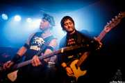Charly Roblecillo -batería-, Pepe Bombs -bajo- y Kokoliso -guitarra invitado- de Turbofuckers (Kafe Antzokia, Bilbao, 2017)