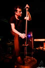 Paco Luis Martos, bajista, washtub bass y guitarrista de Guadalupe Plata (Trinkete Antitxokoa, Gernika, 2017)