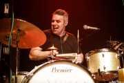 "Matteo Monti ""Teo"", baterista en gira de Alejandro Escovedo (Kafe Antzokia, Bilbao, 2017)"
