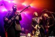 "Antonio Gramentieri -guitarra en gira-, Matteo Monti ""Teo"" -batería en gira-, Alejandro Escovedo -voz y guitarra- y Denis Valentini -bajo en gira- (Kafe Antzokia, Bilbao, 2017)"