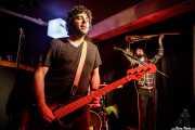Alejandro Santos -bajo- y Luis Ibáñez -guitarra- de The Pulsebeats (Kremlin Aretoa, Bilbao, 2017)