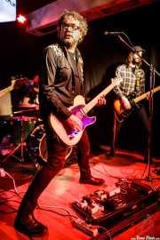 Nathan Whittle -voz y guitarra- y Luis Ibáñez -guitarra- de The Pulsebeats (Kremlin Aretoa, Bilbao, 2017)