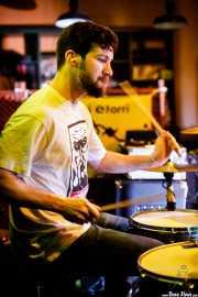 Rafa Bataglia, baterista de Viva Bazooka (Hika Ateneo, Bilbao, 2017)
