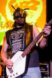 Stian Grottegrevling, bajista de The Scumbugs (Hika Ateneo, Bilbao, 2017)