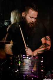 Oliver Perry, baterista de Joanne Shaw Taylor (Sala Azkena, Bilbao, 2017)
