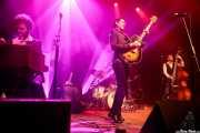 Sergio Alarcón -guitarra, teclado, maracas-, Daniela Kennedy -batería-, Roi Fontoira -voz, guitarra- y Santiago Sacristán -contrabajo- de The Limboos (Kafe Antzokia, Bilbao, 2017)