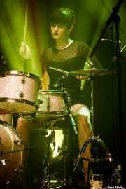 Daniela Kennedy, baterista de The Limboos (Kafe Antzokia, Bilbao, 2017)