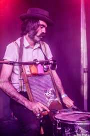 Patxi López Monasterio, baterista y washboard de Lazybone Ramblers (Kafe Antzokia, Bilbao, 2017)