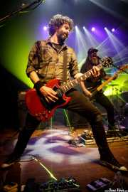 David González -bajo y guitarra- y Txarlie Solano -bajo y guitarra- de Pi L.T. (Kafe Antzokia, Bilbao, 2017)