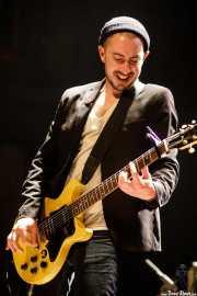 Adam Garbinski, bajista y guitarrista de Marah (Kafe Antzokia, Bilbao, 2017)