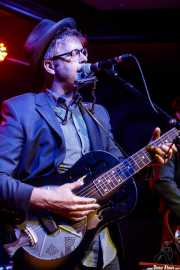 Woody Pines,cantante, guitarrista y armonicista de Woody Pines (Kafe Antzokia, Bilbao, 2017)