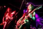 "Anna Skogö ""Acid Queen"" -guitarra y voz- y Jennifer Israelsson ""Jenna Disease"" -voz y guitarra- de Honeymoon Disease (Adimisik, Portugalete, 2017)"