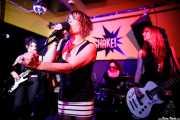 Nagore Martínez Jauregi -guitarra-, Inge Isasi -voz-, Alba Granados -batería- y Marga Alday -bajo- de MoonShakers (Shake!, Bilbao, 2017)