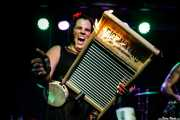 """Washboard"" Breezy Peyton, washboard de The Reverend Peyton's Big Damn Band (Kafe Antzokia, Bilbao, 2017)"