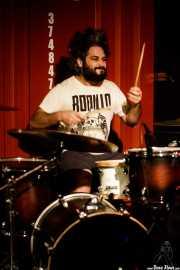Roberto Villar, baterista de Yellow Big Machine (Satélite T, Bilbao, 2017)