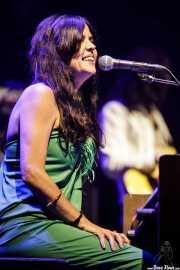 Sara Iñiguez, cantante y teclista de Rubia (Music Legends Fest, Sondika, 2017)