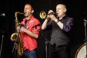 Saxofonista y Dave Priseman -trompeta y percusión- de Imelda May (Music Legends Fest, Sondika, 2017)