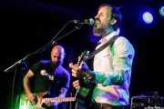 Borja Toval -guitarra- y Ivan Zabalegi -voz, guitarra y bombo- de Nire (Kafe Antzokia, Bilbao, 2017)