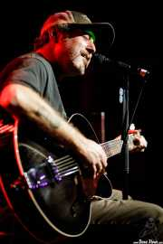 "Scott H. Biram ""The Dirty Old One Man Band"", cantante, guitarrista, armonicista y bombo (Kafe Antzokia, Bilbao, 2017)"