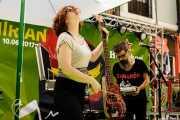 Inma Gómez -percusión y bajo- y Raúl Frutos -voz, guitarra, teclado, percusión- de Crudo Pimento (Hirian Festibala, Bilbao, 2017)