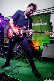 Rodrigo Caamaño, guitarrista y cantante de Triángulo de Amor Bizarro (Hirian Festibala, Bilbao, 2017)