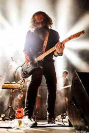Iván Telefunken -guitarra. teclado y ukelele-, Lionel Limiñana -guitarra- y Alban Barate -guitarra. teclado y ukelele- de The Limiñanas (Andoaingo Rock Jaialdia, Andoain, 2017)