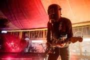 cyborg-1 -teclado, bajo y batería- y cyborg-0 -voz y guitarra- de The Cyborgs (Azkena Rock Festival, Vitoria-Gasteiz, 2017)