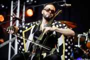 Enrique Tiru, violoncelista de Psychotica (Azkena Rock Festival, Vitoria-Gasteiz, 2017)