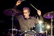 Henrik Rylander, baterista de Union Carbide Productions (Azkena Rock Festival, Vitoria-Gasteiz, 2017)