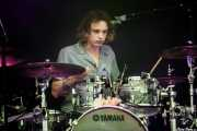 George Daniel, baterista de The 1975 (Bilbao BBK Live, Bilbao, 2017)