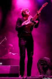Britt Daniel -voz y guitarra- y Gerardo Larios -teclados en gira- de Spoon (Bilbao BBK Live, Bilbao, 2017)