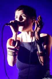 Marie Fisker, guitarrista y cantante de Trentemoller (Bilbao BBK Live, Bilbao, 2017)