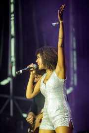 Leanne Ratcliffe,cantante corista de !!! (Chk Chk Chk)