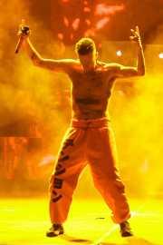 """Watkin Tudor Jones """"Ninja"""" -voz-, YoLandi Visser -voz- y God -DJ"""