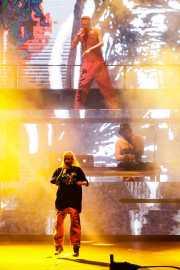 """Watkin Tudor Jones """"Ninja"""" -voz-, YoLandi Visser -voz- y God -DJ- de Die Antwoord"""