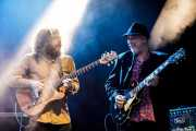 Amable Rodríguez -guitarra- y Paco Rivas -guitarra- de Julián Maeso Band (Mundaka Festival, Mundaka, 2017)
