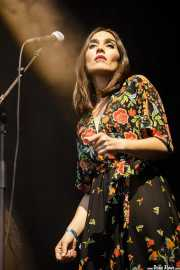 Carolina García, cantante corista de Julián Maeso Band (Mundaka Festival, Mundaka, 2017)