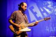 Rubén González, bajista de Zea Mays (Mundaka Festival, Mundaka, 2017)