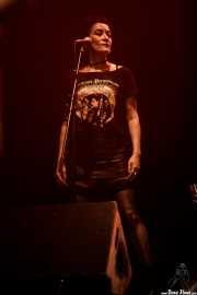 Pilar Román, cantante corista de Ana Curra presenta El Acto (Kafe Antzokia, Bilbao, 2017)