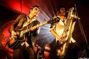 Roi Fontoira -voz y guitarra-, Santiago Sacristán -contrabajo- y Daniel Niño -saxofón- de The Limboos (Aste Nagusia - Algara Txosna, Bilbao, 2017)