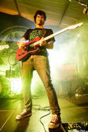 Pablo Moreno, guitarrista y cantante de Yellow Big Machine (Aste Nagusia - Algara Txosna, Bilbao, 2017)