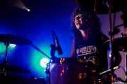 Úrsula Strong,baterista de Niña Coyote eta Chico Tornado (Aste Nagusia - Txosna Komantxe, Bilbao, 2017)