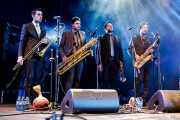 Israel Carmona -trombón y percusión-, David Pérez -saxo-, Antonio García -trompeta- y Alex Fernández -saxo y flauta- de Freedonia (Aste Nagusia - Plaza Nueva, Bilbao, 2017)