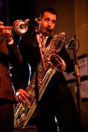 Roberto Dibitonto, saxofonista de Sugar Daddy & The Cereal Killers (Festivalle Tobalina, Quintana Martín Galíndez, 2017)
