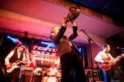 Zig Criscuolo -bajo-, Ravi Low-Beer -batería-, Spencer Evoy -voz y saxo- y Alberto Zioli -guitarra y voz- de MFC Chicken (Festivalle Tobalina, Quintana Martín Galíndez, 2017)