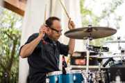 Toño López, baterista de Hendrik Röver & Los Míticos GT's (Festivalle Tobalina, Quintana Martín Galíndez, 2017)