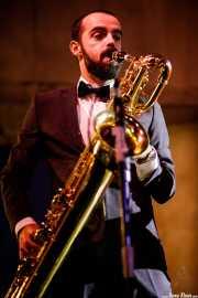 Saxofonista de TT Syndicate (Festivalle Tobalina, Quintana Martín Galíndez, 2017)