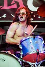Max Hiersteiner, baterista  de Dirty Fences (Funtastic Dracula Carnival, Benidorm, 2017)