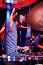 Ian Romano, baterista de Daniel Romano & Jazz Police (Kafe Antzokia, Bilbao, 2017)