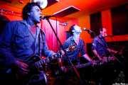 James McCann -voz y guitarra-, Chris Taranto -bajo- y  Tim Deane -guitarra- de James McCann & The New Vindictives (Shake!, Bilbao, 2017)